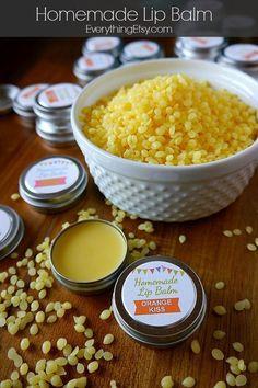 Homemade Lip Balm Recipe & Printable Labels {DIY Gift}...super easy gift idea! #diy