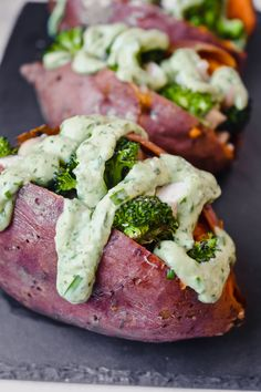 These stuffed sweet potatoes, made with tender chicken breast, broccoli and chickpeas get drizzled with an avocado green goddess dressing to create the perfect weeknight meal. Healthy Snacks, Healthy Eating, Healthy Recipes, Delicious Recipes, Free Recipes, Sweet Potato Recipes, Chicken Recipes, Green Goddess Dressing, Healthy Weeknight Dinners