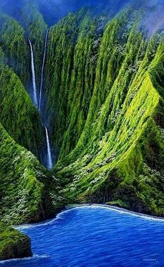 A waterfall running down the sides of the mountain in Molokai, Hawaii.