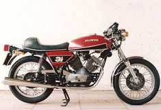 MOTO MORINI 350 Sport. Looks like a 1974 model with the front drum brake replaced with a disc brake?