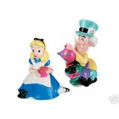 Disney Store Alice in Wonderland & Mad Hatter S & P Shaker Set (Salt & Pepper Set)
