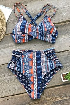 Calling all boho beach babes! Show off your curves in our Boho Print Cross Front., BEACH OUTFİTS, Calling all boho beach babes! Show off your curves in our Boho Print Cross Front Bikini. This set features a crossed bikini top with lace-up back. Bikini Floral, Bikini Modells, Bikini Sets, Bikini Push Up, Striped Bikini, Orange Bikini, Blue Bikini, Summer Bathing Suits, Cute Bathing Suits