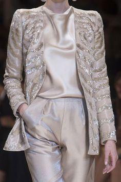 Detailed photos of Giorgio Armani Privé Haute Couture Autumn 2013 Armani Prive Rose D'arabie, Giorgio Armani, Daily Fashion, High Fashion, Fashion Mag, Fashion Weeks, Luxury Fashion, Terno Casual, Fashion Details