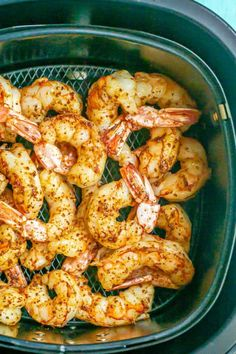 Southwest Air Fryer shrimp are just a few simple ingredients and ready in only 10 minutes! These tasty shrimp can be served as an appetizer, with tacos, or over salads or grain bowls. Best Appetizers, Appetizer Recipes, Snack Recipes, Dinner Recipes, Cooking Recipes, Party Food And Drinks, Party Snacks, Southwest Air, Shrimp In The Oven