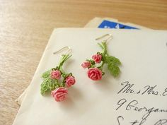 *ローズのピアス* Tatted Flower earrings with leaves and stems #tatting #flower #leaf