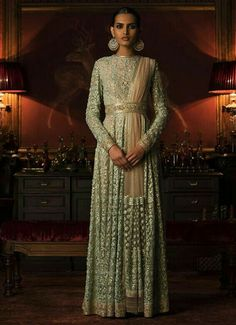 #WorldOfSabyasachi #KisandasForSabyasachi #Couture2016 #HeritageBride