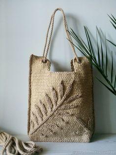 Diy bags 276549233356767369 - Bags: Summer Palm Leaf jute bag Source by livemaster Summer Handbags, Summer Bags, Crochet Handbags, Crochet Purses, Crochet Tote, Hand Crochet, Louis Vuitton Taschen, Jute Bags, Knitted Bags