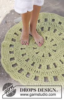 "Crochet DROPS carpet in ""Eskimo"". ~ DROPS Design free pattern see diagram pinned also"