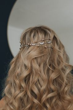 An update on our classic Lucia headband, a simple and delicate nod to the graceful dancing light of the galaxies, with a twist of swarovski star rose gold stones reminiscent of the first rays of morning sun. This super light weight headband can be worn at the back, with a veil or as a headband. Here is x2 Lucia layered with Callisto moon headband.
