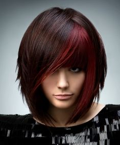 I've always been a fan of the dark hair with red chunks, I like how this frames her face