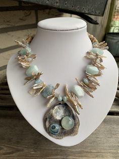 Shell Jewelry, Pearl Jewelry, Boho Jewelry, Jewelry Art, Beaded Jewelry, Jewelery, Jewelry Necklaces, Fine Jewelry, Fashion Jewelry