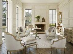 One of my favorite panelled living rooms by Houston based designer Pam Pierce.  #pampierce #panelledrooms #inspiration #livingrooms #interiordesign