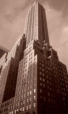 500 Fifth Avenue, NYC, New YorkPhoto by RogueSamus Beautiful shot of building at corner of Ave & St., next door to the New York Public Library, a block or so from Grand Central. Architecture Tumblr, New York Architecture, Vintage Architecture, New York City Buildings, Arch Building, New York Pictures, Nyc Life, Amazing Buildings, Art Deco Era