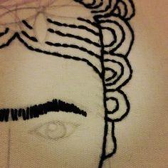 bordando.....inevitable Frida by claupre.
