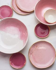 Pretty in pink Ceramic Clay, Ceramic Plates, Ceramic Pottery, Pottery Art, Pottery Painting, Ceramic Painting, Keramik Design, Kitchenware, Tableware