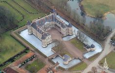 Versailles to Victoria: Château of the day: Château d'Haroué Palaces, French Castles, French Architecture, Walled City, Kirchen, France Travel, Places Around The World, Paris France, Mansions