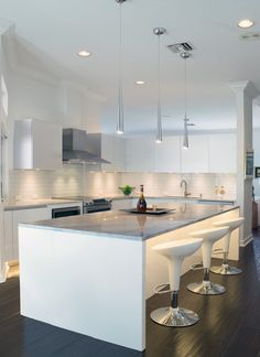 home improvement,house renovation,redo house,remodle homes Brass Kitchen, Kitchen Cabinetry, Shaker Style Cabinet Doors, Stools For Kitchen Island, Kitchen Images, Residential Interior Design, Upper Cabinets, Decorating Blogs, Kitchen Styling