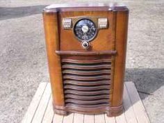 Zenith radio from the 1940s. (would make an awesome end table)
