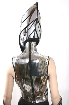 2 piece alien cyborg mask headpiece robot armor sci fi by divamp Pawns? The witches put this on to meet with Macbeth, the silver over their black Space Fashion, Fashion Art, Fashion Design, Mode Bizarre, Warrior Helmet, Ex Machina, Porno, Cybergoth, Weird Fashion