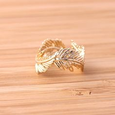 feather ring, adjustable in gold