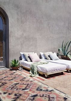 pastel patio decor via albeli home rentals. / sfgirlbybay