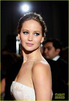 Jennifer Lawrence: Oscars 2013 - beautiful back necklace