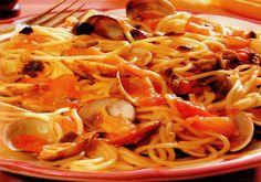 Receta de Espaguetis con salsa corsa de almejas en http://www.recetasbuenas.com/espaguetis-con-salsa-corsa-de-almejas/ Aprende a preparar unos espaguetis con salsa corsa de almejas de forma rápida y sencilla. Un plato sabroso y nutritivo muy fácil y con un sabor exquisito.  #recetas #Pasta #espaguetis