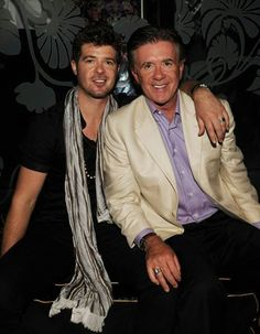 Robin Thicke and his dad, Alan Thicke. His father is the father from growing pains wow Robin Thicke, Alan Thicke, Fathers Love, Father And Son, Mom And Dad, Blurred Lines, All In The Family, Celebrity Kids, Famous Couples