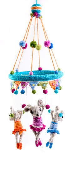 The trapeze triplets by Moji-Moji Design - book Amigurumi Circus - www.amigurumipatterns.net