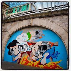 Matt Gondek is in Paris !... Work in progress Avec la galerie Avenue des Arts  Photo : Lionel Belluteau Plus de photos sur https://ift.tt/YMhG58  @gondekdraws @avenuedesarts_hk #mattgondek #mattgondekart matt_gondek #paris #peanuts #snoopy #workinprogress #unoeilquitraine #lionelbelluteau @unoeilquitraine