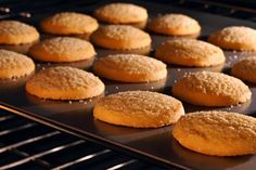 sugar cookies baking in an oven Crunchy Cookies Recipe, Best Butter Cookie Recipe, Greek Sweets, Greek Desserts, Healthy Desserts, Comme Un Chef, Le Chef, Sweets Recipes, Crack Crackers