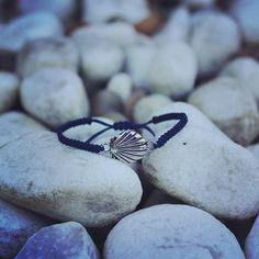 #pulseira #macrame #concha #bracelet #shell Macrame Bracelets, Shell, Crystals, Craft, Instagram, Leather, Handmade, Jewelry, Bracelets