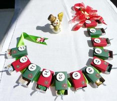 cute advent - probably easier and use the experiences instead of things. Little Presents, Advent Calenders, Preschool Activities, Handmade Christmas, Make Your Own, Christmas Holidays, Paper Crafts, Holiday Decor, Holiday Ideas