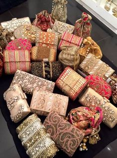 Gorgeous clutches for wedding season from Shimmer Dhaka! Bridal Clutch, Wedding Clutch, Wedding Shoes, Clutch Bags For Weddings, Wedding Outfits, Indian Wedding Gifts, Bridal Handbags, Embroidery Bags, Beaded Clutch