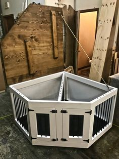 How To Build A Dog Kennel In Easy Steps How # wie man eine hundehütte in einfachen schritten baut # # comment construire un chenil pour chien en quelques étapes faciles # cómo construir una perrera en pasos sencillos Puppy Kennel, Dog Kennel Cover, Diy Dog Kennel, Dog Kennels, Kennel Ideas, Large Dog House Plans, Costume Chien, Grande Niche, Building A Dog Kennel