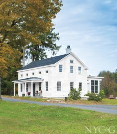 A Couple Revamps Their Charming Colonial Farmhouse in Germantown - Cottages & Gardens American Farmhouse, Farmhouse Style, White Farmhouse, English Country Style, English Countryside, Home Remodeling, House Design, House Styles, Cottages