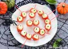 These easy but spooky Eyeball Caprese Bites make great a fun and healthy Halloween party food snack the whole family will love! These easy but spooky Eyeball Caprese Bites make great a fun and healthy Halloween party food snack the whole family will love! Halloween Appetizers, Halloween Food For Party, Appetizers For Party, Halloween Treats, Appetizer Ideas, Easy Halloween, Halloween Foods, Halloween Decorations, Healthy Halloween Snacks