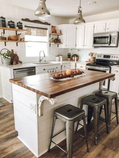 farmhouse kitchen island / farmhouse kitchen & farmhouse kitchen decor & farmhouse kitchen cabinets & farmhouse kitchen table & farmhouse kitchen backsplash & farmhouse kitchen on a budget & farmhouse kitchen island & farmhouse kitchen sink Small Cottage Kitchen, Farmhouse Kitchen Island, Home Decor Kitchen, Country Kitchen, Small Space Kitchen, Kitchen Rustic, Small Island, Farmhouse Small, Farmhouse Decor