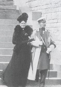 Tsarina Alexandra Fyodorovna with King Christian IX of Denmark in 1901.