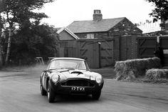 アストンマーティン、伝説の名車「DB4 GT」の復刻版を限定25台生産すると発表!