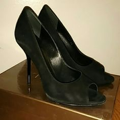 Used black suede Gucci heels kid glitter nero heel Gucci kid glitter black Nero heel as pictured. Used out a few times in the city, more wear on bottom of heels than actual heel. Some scuffs/dusting of suede as seen. These are definitely used condition so perfect for someone who wants gucci without the major price tag. Willing to take offers!!! Gucci Shoes Heels