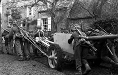 Wehrmacht soldiers trail a Pak75 Image