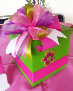 caja de regalo con colores neones Creative Gift Wrapping, Creative Gifts, Best Gift Baskets, Diy And Crafts, Crafts For Kids, Gift Wraping, Baby Shower Gift Basket, Diy Gift Box, Balloon Centerpieces