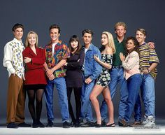 A gallery of Beverly Hills, 90210 publicity stills and other photos. Featuring Shannen Doherty, Luke Perry, Jason Priestley, Jennie Garth and others. Jennie Garth, Beverly Hills 90210, Winter Hipster, Shannen Doherty, Spice Girls, 90210 Cast, 1990s Fashion Trends, 1990s Mens Fashion, Fashion Men