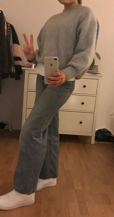 """""""Uploaded by Kia"""" Mode Outfits, School Outfits, Trendy Outfits, Winter Outfits, Look Fashion, 90s Fashion, Fashion Outfits, Womens Fashion, Outfit Invierno"""