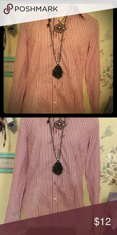 Loft size 6 button up dress shirt! A very nice button up dress shirt from Loft! In amazing condition! Watch for more Loft in this size, as well as Jones New York , Express design studio, and more! Will be listing many size small 4/6 and xs/0. Great bundle discounts! And don't be afraid to send me an offer! I love making amazing, deeply discounted pieces available to other women! LOFT Tops Button Down Shirts