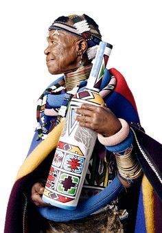 Last week I was lucky enough to attend an incredible event at Chicago's DuSable Museum, hosted by Belvedere Vodka and South African Artist Esther Mahlangu to celebrate 10 years of (RED) and the campaign. South African Artists, African Tribes, African Women, African Culture, African History, Africa Silhouette, Red Campaign, Afro Punk Fashion, Pyramids Egypt
