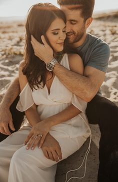 Stunning Golden Hour Engagement in San Diego, CA Photo Poses For Couples, Wedding Couple Poses Photography, Couple Picture Poses, Couple Photoshoot Poses, Photo Couple, Couple Shoot, Wedding Photoshoot, Couple Beach Pictures, Teen Couples