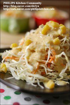 """양배추를 가장 맛있게 먹는 방법~땅콩 소스를 뿌린 """"양배추샐러드""""~ Korean Dishes, Korean Food, K Food, Asian Recipes, Ethnic Recipes, Broccoli Recipes, Asian Cooking, Kimchi, Macaroni And Cheese"""