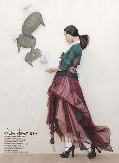 한복 hanbok, Korean traditional clothes (those heels! Foto Fashion, Korea Fashion, Asian Fashion, Fashion Art, Editorial Fashion, Vogue Fashion, Korean Traditional Clothes, Traditional Fashion, Traditional Dresses